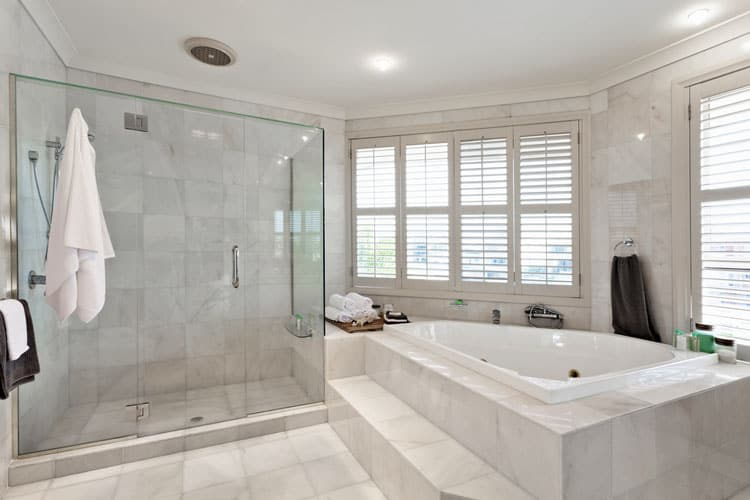 bathroom white bathrooms 04 172533377