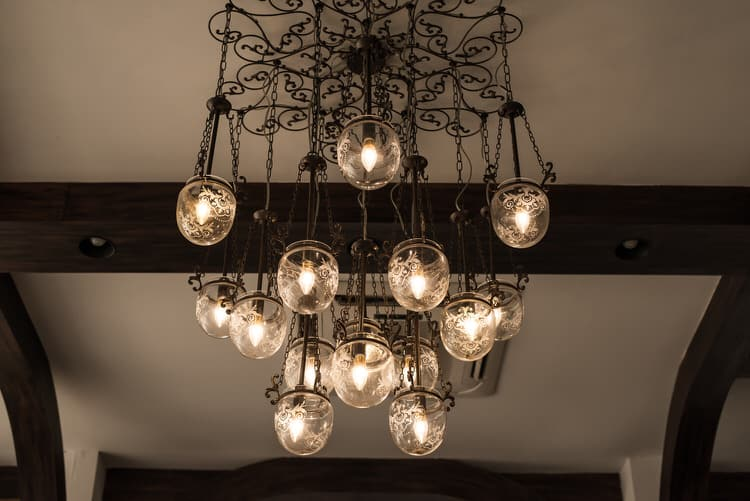 decorating chandeliers 30 216108646
