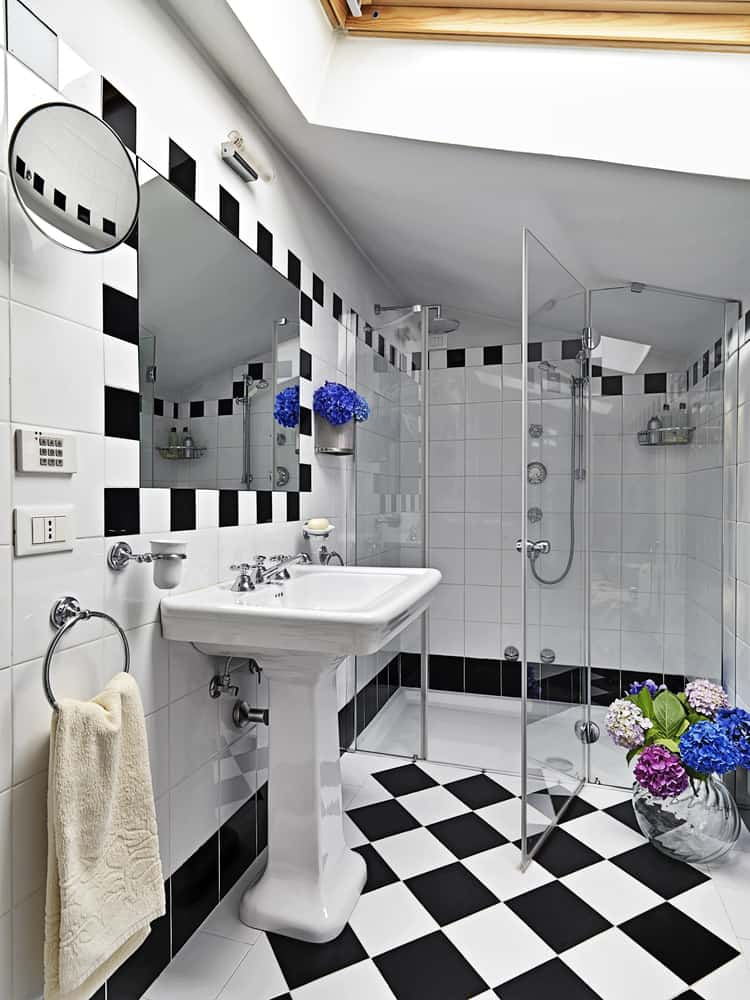 Black and White Bathrooms 121
