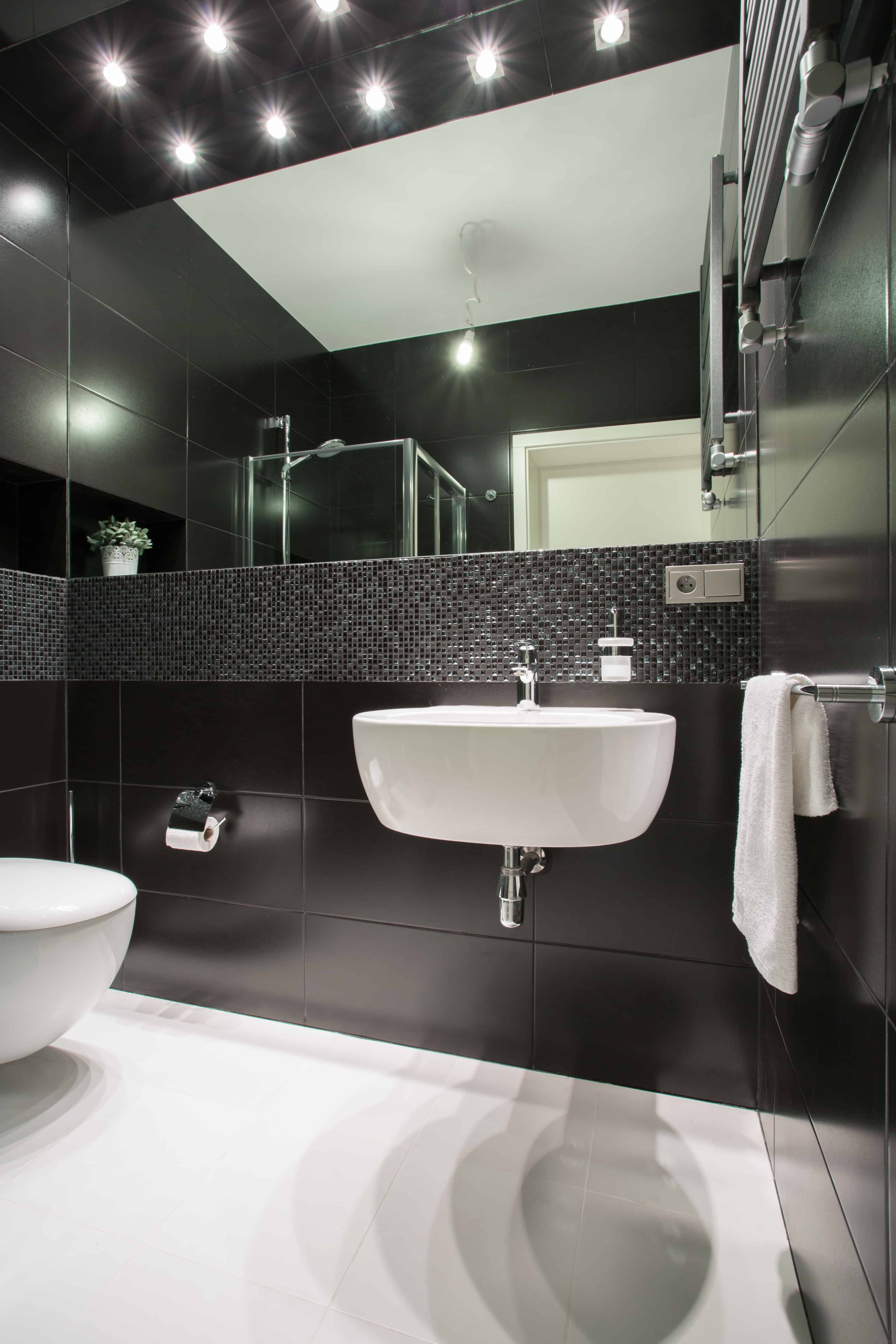 Black and White Bathrooms 131