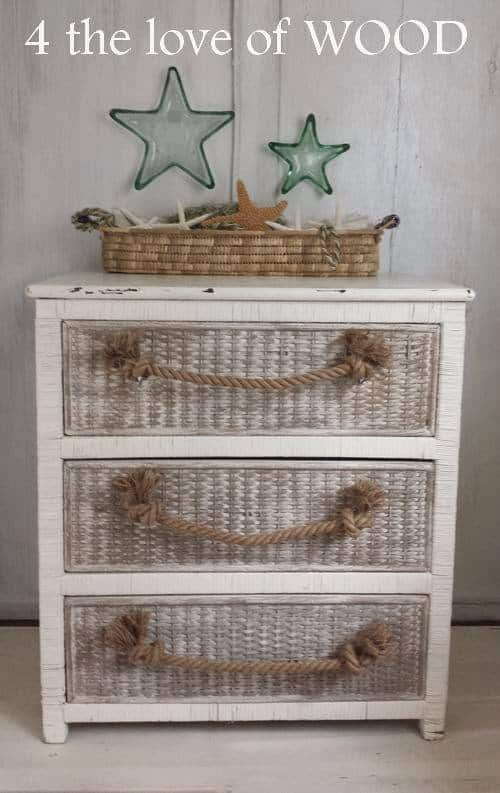 The rope handles on this dresser extend your beach and boat theme to all aspects of your room, including your furniture. The wonderful thing about rope is that it is always useful and looks great even as it ages.