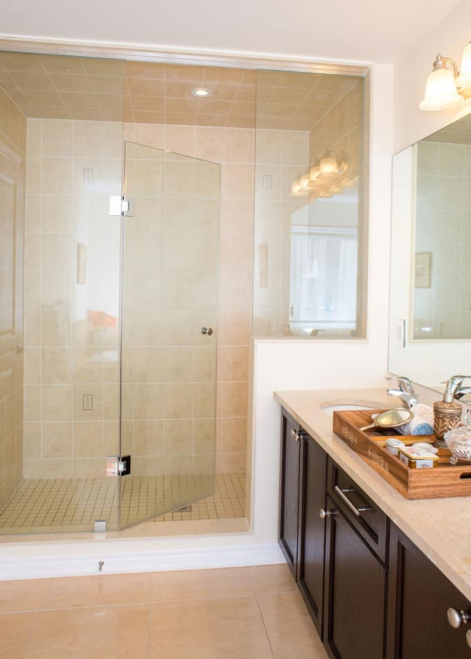 Bathrooms With Frameless Shower Doors 39