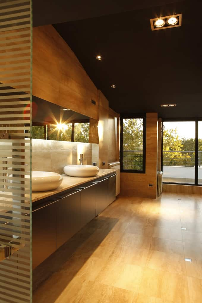 Modern Luxurious Master Bathrooms 224