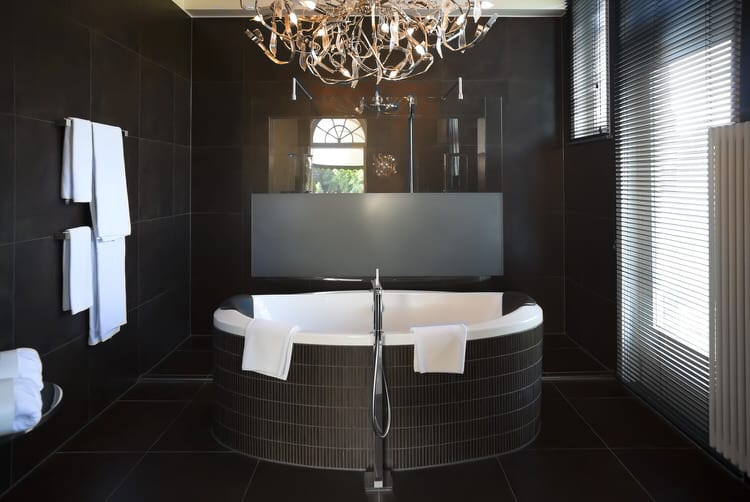 Modern Luxurious Master Bathrooms 229