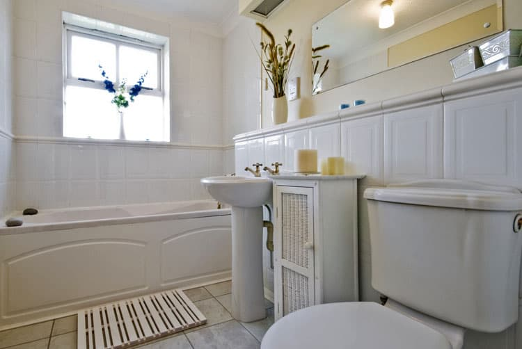White Bathroom Ideas 237