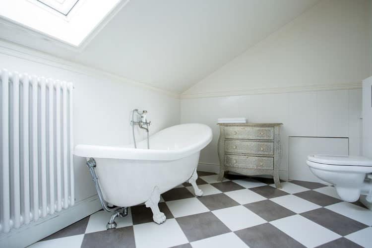Modern and Antique Clawfoot Tub Bathroom Ideas 9