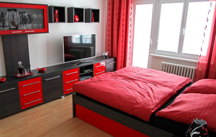 20 Red Bedrooms 8