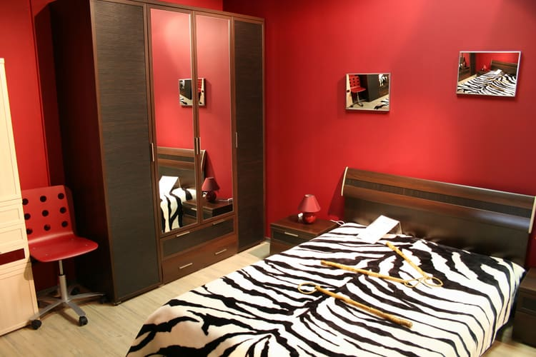 20 Red Bedrooms 10