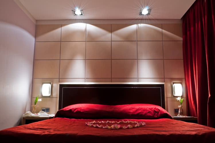20 Red Bedrooms 19