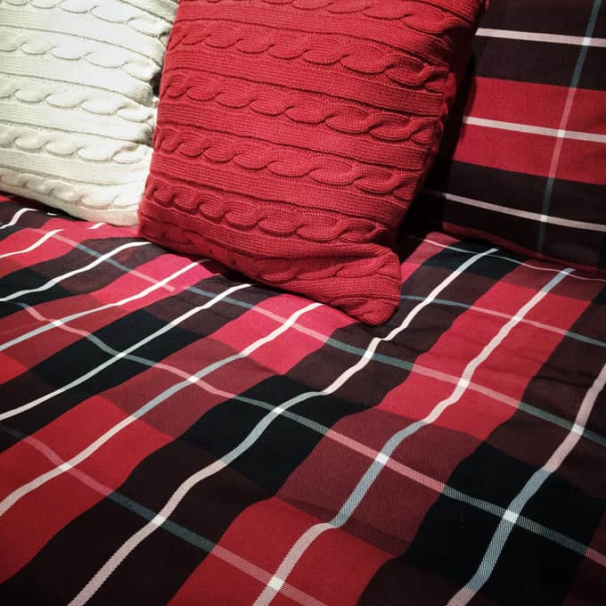 41 Fantastic Red and Black Bedrooms 95