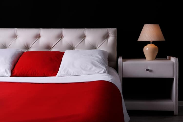 41 Fantastic Red and Black Bedrooms 114