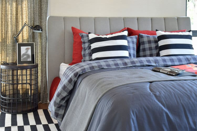 41 Fantastic Red and Black Bedrooms 118