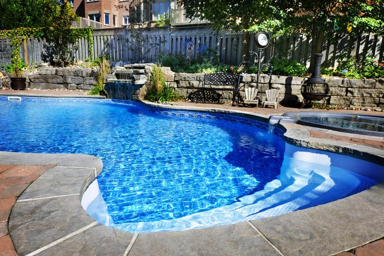 Simple and Small backyard pool ideas 7