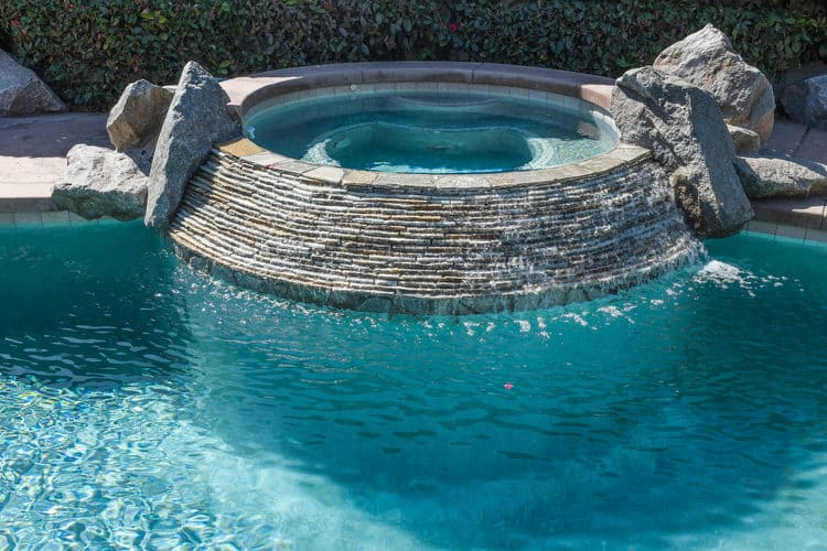 Simple and Small backyard pool ideas 2