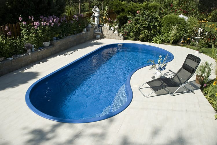 Simple and Small backyard pool ideas 13