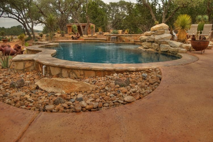 Simple and Small backyard pool ideas 19