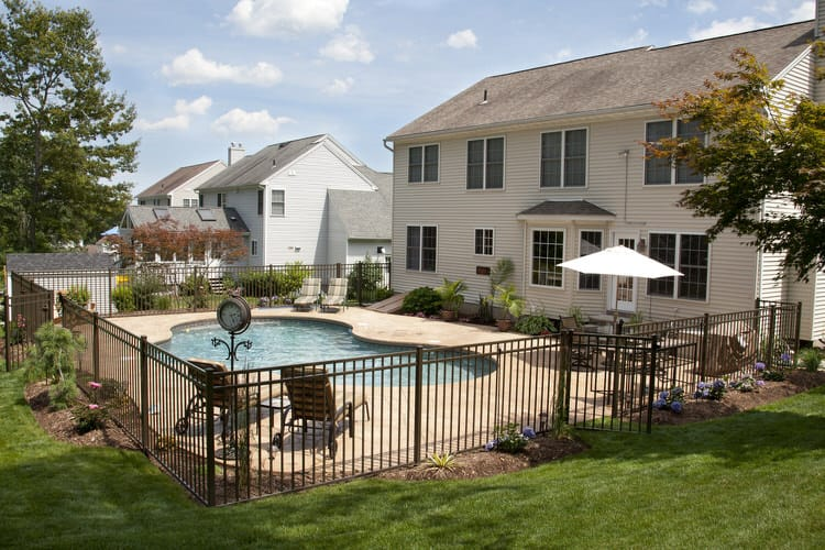 Simple and Small backyard pool ideas 20