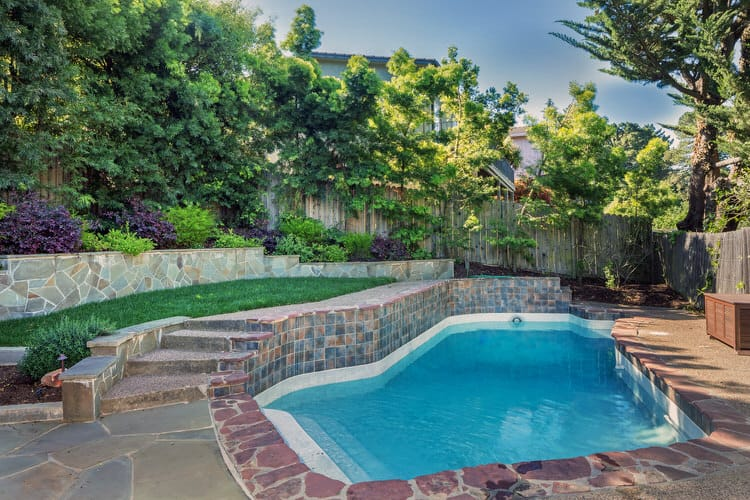 Simple and Small backyard pool ideas 28