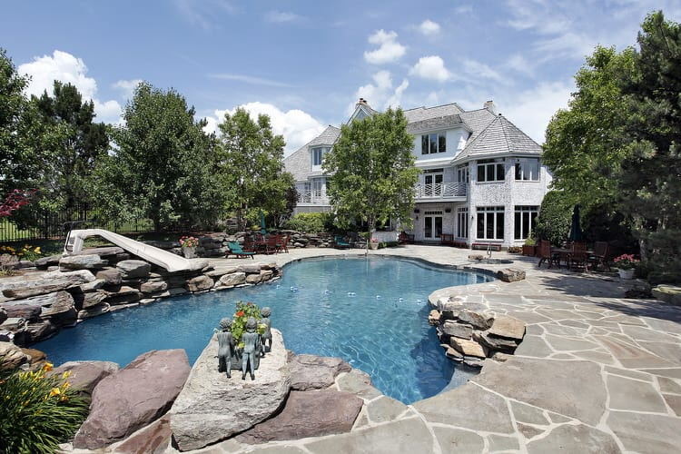 Simple and Small backyard pool ideas 31