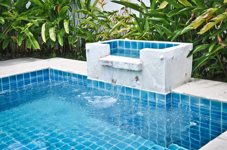 Simple and Small backyard pool ideas 33