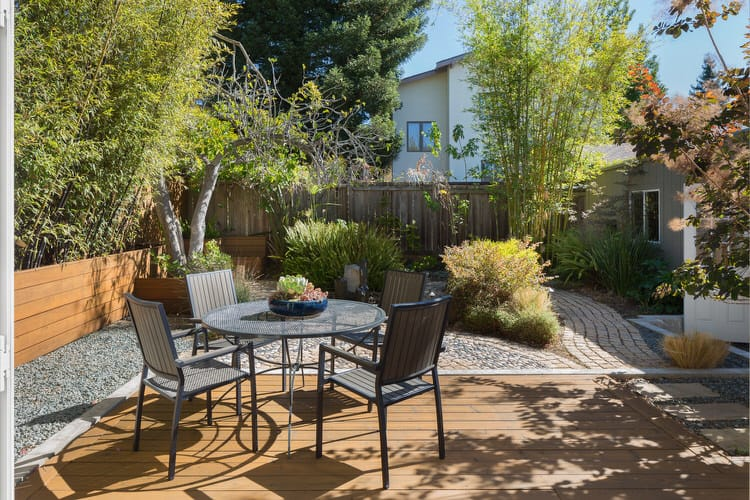 Small Outdoor Patio Ideas 38